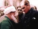 Atatürk Vatandaşla Sohbet Ederken