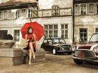 Kırmızı Şemsiyeli Kadın