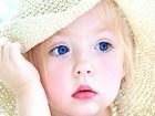 Mavi Gözlü Şapkalı Kız