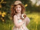 Minik Köpekli Kız